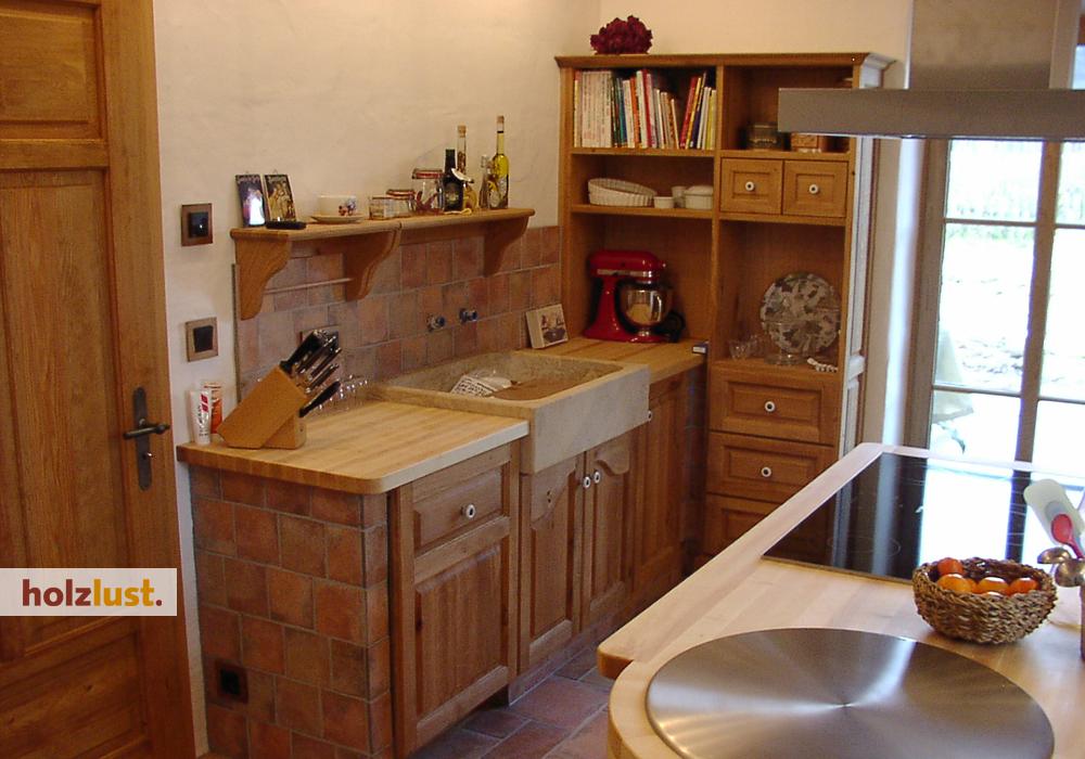 Traditionelle Massivholz-Verarbeitung in Rahmen-Füllung-Bauweise